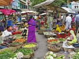 Colorful Fruit and Vegetable Market, Udaipur, India Fotografisk trykk av Adam Jones