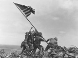 Iwo Jima Flag Raising Premium-Fotodruck von Joe Rosenthal