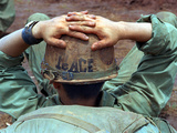 Peace Helmet Reproduction photographique par  Associated Press