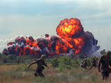 Napalm Strike Lámina fotográfica por  Associated Press