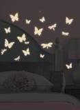 Hämärässä kiiltävät perhoset ja sudenkorennot - seinätarrat Seinätarra