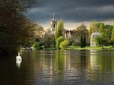 Hampton Church is seen across moody river Thames Reproduction photographique par Charles Bowman