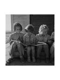 Little Girls Read their Lessons Plakater af Dorothea Lange