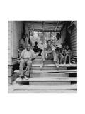 Negro Family Sharecroppers on Porch Kunst af Dorothea Lange