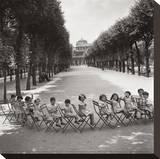 Les enfants dans les jardins du Palais-Royal, 1950 Toile tendue sur châssis par Robert Doisneau