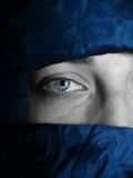 Blue Tuareg Eye Fotografie-Druck von  Exploding Art