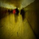 People Walking Along a Tunnel Stampa fotografica di Luis Beltran