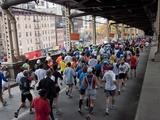 Runners Crossing the 59th Street Queensboro Bridge During the 2009 New York City Marathon Lámina fotográfica