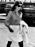 Jacqueline Kennedy Onassis Walks Through Rome's Leonardo Da Vinci Airport Fotografía
