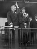 President-Elect Franklin Roosevelt and Wife Eleanor on the Rear Platform of His Special Train Car Foto