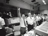 Apollo 13 Flight Directors Applaud the Successful Splashdown of the Command Module Foto