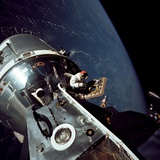 Apollo 9 Astronaut Dave Scott Stands in Open Hatch of Command Module Foto