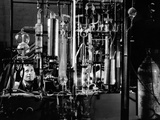 Industrial Chemist Among Glass Tubes in a Laboratory, Feb 1943 Foto