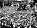 Pres Kennedy Tells Crowd at West Berlin City Hall, 'Ich Bin Ein Berliner,' Jun 26, 1963 Foto