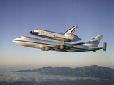 Space Shuttle Atlantis on Custom 747 Flies to Kennedy Space Center after Refurbishment, Sep 1, 1998 Foto