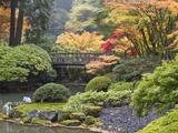 Moon Bridge, Portland Japanese Garden, Oregon, USA Reproduction photographique par William Sutton