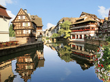 Timbered Buildings, La Petite France Canal, Strasbourg, Alsace, France Stampa fotografica di Miva Stock