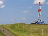 Patterson Uti Oil Drilling Rig Along Highway 200 West of Killdeer, North Dakota, USA Reproduction photographique par David R. Frazier