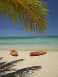 Kayaks on the Beach, Plantation Island Resort, Malolo Lailai Island, Mamanuca Islands, Fiji Reproduction photographique par David Wall