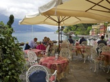 Lakeside View of Cafe in Medieval Village of Varenna, Lake Como, Lombardy, Italian Lakes, Italy Reproduction photographique par Peter Barritt
