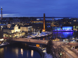 River Tammerkoski Runs Through City Centre, Past Finlayson Complex, Night Time in Tampere, Finland Lámina fotográfica por Stuart Forster