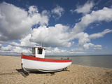 Boat on the Beach, Dungeness, Kent, England, United Kingdom, Europe Reproduction photographique par Jean Brooks