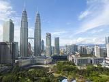 City Centre with KLCC Park Convention/Shopping Centre and Petronas Towers, Kuala Lumpur, Malaysia Impressão fotográfica por Gavin Hellier