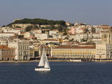 View from River Tagus, Showing Praca Comercio, Castle and Cathedral, Lisbon, Portugal Fotografisk trykk av Rolf Richardson