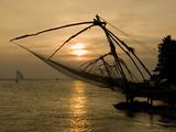 Chinese Fishing Nets at Sunset, Kochi (Cochin), Kerala, India, Asia Impressão fotográfica por Stuart Black