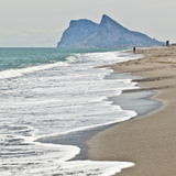 Tourist Walking Toward Gibraltar, Alcaidesa Beach, Near Sotogrande, Andalucia, Spain, Europe Reproduction photographique par Giles Bracher