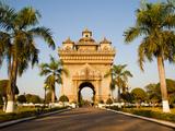 Patuxai, (Victory Gate), a Replica of Arc de Triomphe, Vientiane, Laos, Indochina, Southeast Asia Fotografisk trykk av Matthew Williams-Ellis