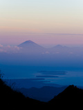 Sunset over Mount Agung and Mount Batur on Bali, and Three Gili Isles, Lombok, Indonesia Reproduction photographique par Matthew Williams-Ellis