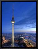 La tour de la télévision sur la place Alexandre et vue sur Berlin, Allemagne - Alexanderplatz, Fernsehturm Reproduction sur toile encadrée par Michele Falzone