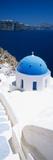 High Angle View of a Church with Blue Dome, Oia, Santorini, Cyclades Islands, Greece Lámina fotográfica