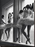 Ballerinas In Window Reproducción de lámina sobre lienzo