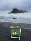 A Green Lounge Chair on a Black Sand Beach Fotografisk tryk af Raul Touzon