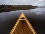 A Canoe on Maine's Allagash River Fotografisk trykk av Michael Melford