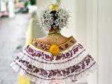 A Young Panamanian Woman Wearing the Traditional Pollera Lámina fotográfica por Kike Calvo