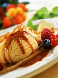 Crêpes with Ice Cream, Berries and Caramel Sauce Reproduction photographique