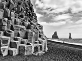 Basalt Columns and Sea Stacks, Reynisfjara, Iceland Lámina fotográfica por Nadia Isakova