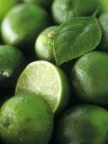 Limes, Several Whole and One Halved Valokuvavedos tekijänä Vladimir Shulevsky