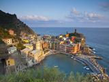 Vernazza, Cinque Terre, Riviera Di Levante, Liguria, Italy Fotografie-Druck von Jon Arnold