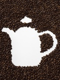 Coffee Beans in Shape of a Coffee Pot Valokuvavedos