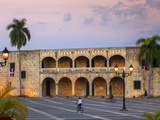 Dominican Republic, Santa Domingo, Colonial Zone, Plaza Espana, Alcazar De Colon Fotoprint av Jane Sweeney