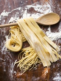 Home-Made Pasta with Wooden Spoon Fotografisk tryk