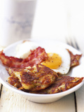 Potato Pancake with Fried Egg and Bacon Fotografisk tryk af Marc O. Finley