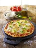Tomato and Mozzarella Pizza with Basil Bedruckte aufgespannte Leinwand von Paul Williams