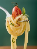 Spaghetti with Cherry Tomato on Fork Fotografie-Druck
