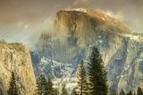 Cloud Wisps at Half Dome, Yosemite Lámina fotográfica por Vincent James