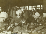 Wartime Economy, Women as Welders During World War I Reproduction photographique